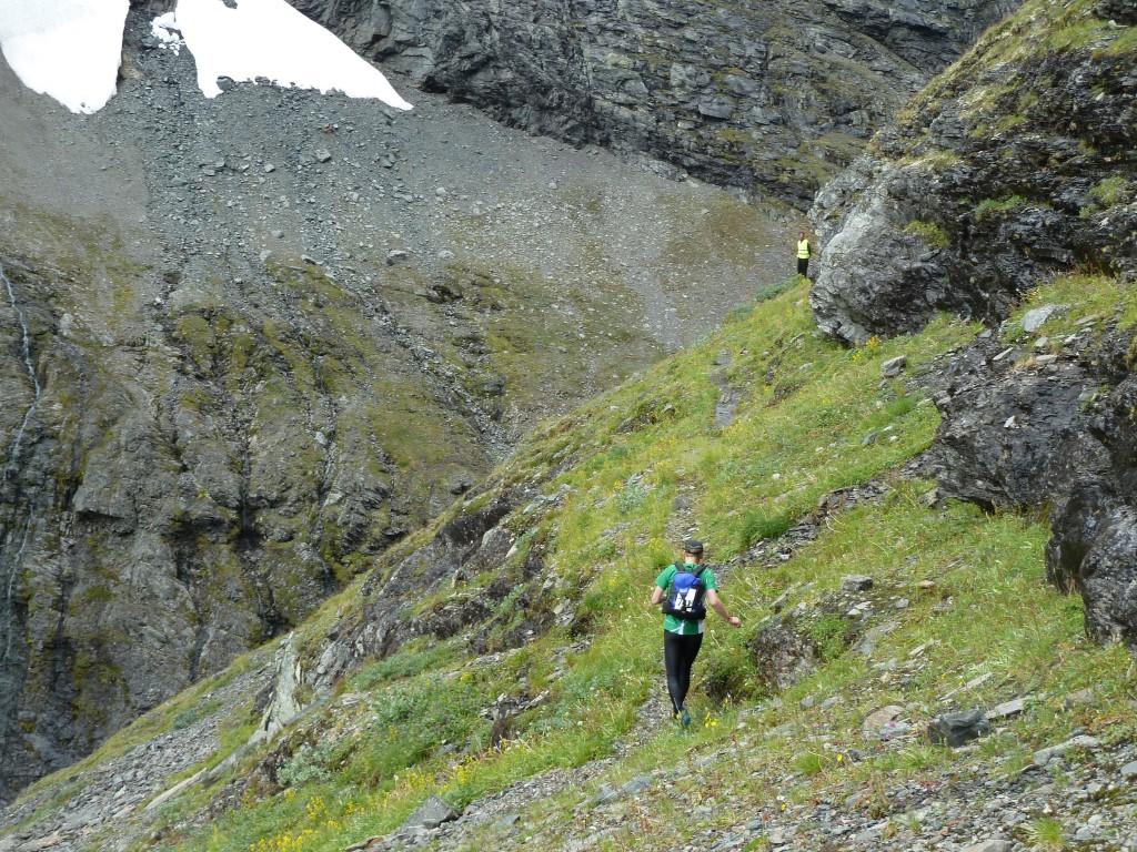 Uppe på en smal hylla på bergssidan