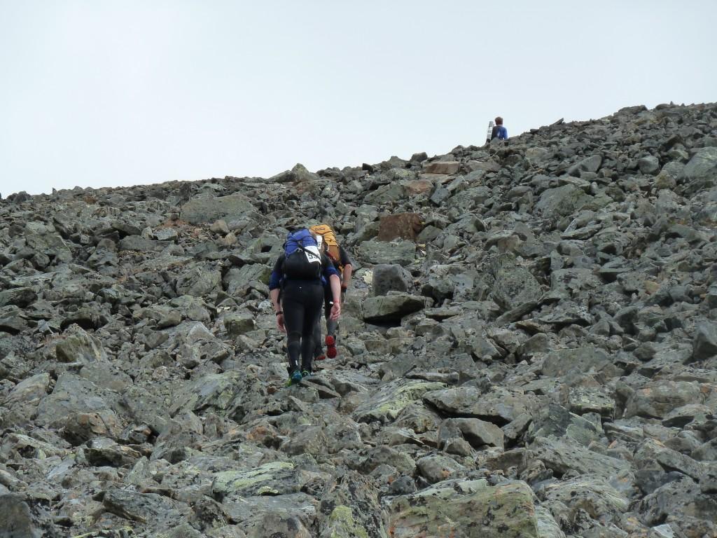 Stenigt även på det här berget. Helt omöjligt att springa