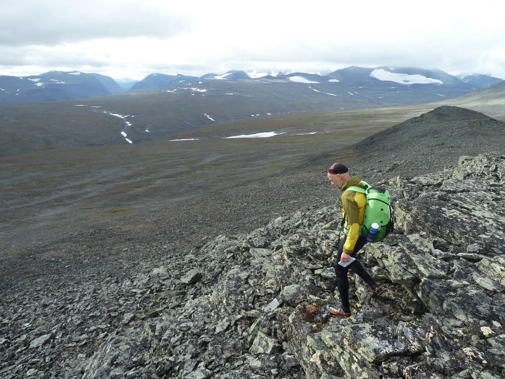 Nedstigning från toppen. Lite brant i början men somsedan bredde ut sig i en lång sluttning där det gick att sträcka ut steget på.