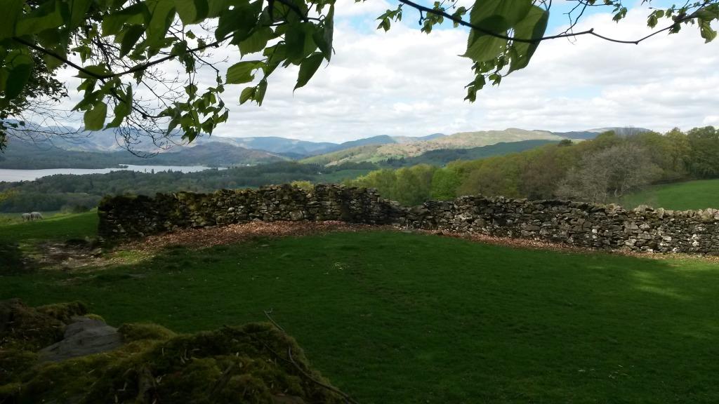 Utsikt in mot de stora bergen i Lake District