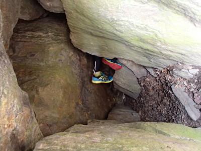 Inne i stenens sprickor på väg upp mot toppen