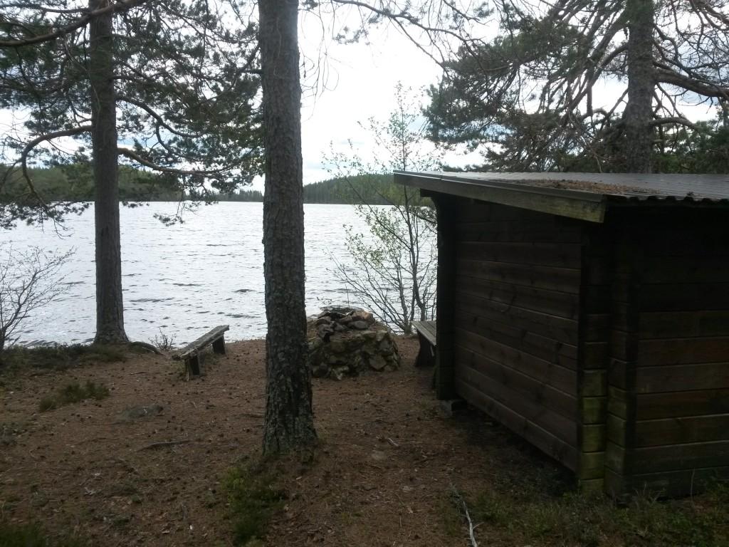 Framme vid Östra Skälsjöns vindskydd