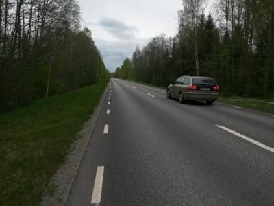 Inte det roligaste avslutningen men några kilometer asfalt var trots allt bättre än en snårig stig i åkanten.