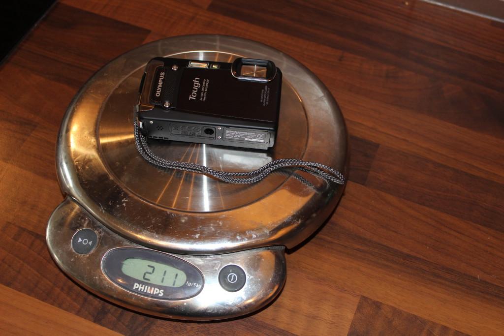 Min nya OlympusTough TG-820 väger in sig på 211 gram.