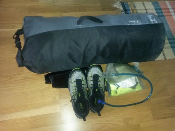 All packning för tävlingen förutom kläder och skor för första dagen nerpackade i stora säcken.