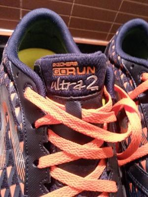 Skosnörena matchar sulans orangea färg. Det fanns dock även med ett par svarta om man är mindre djärv.