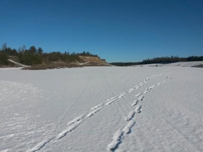 En del snö kvar i grustgroparna.